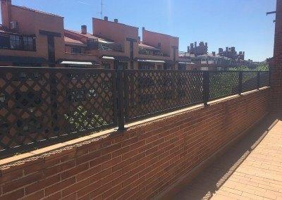 Celosías de chapa perforada para terrazas.