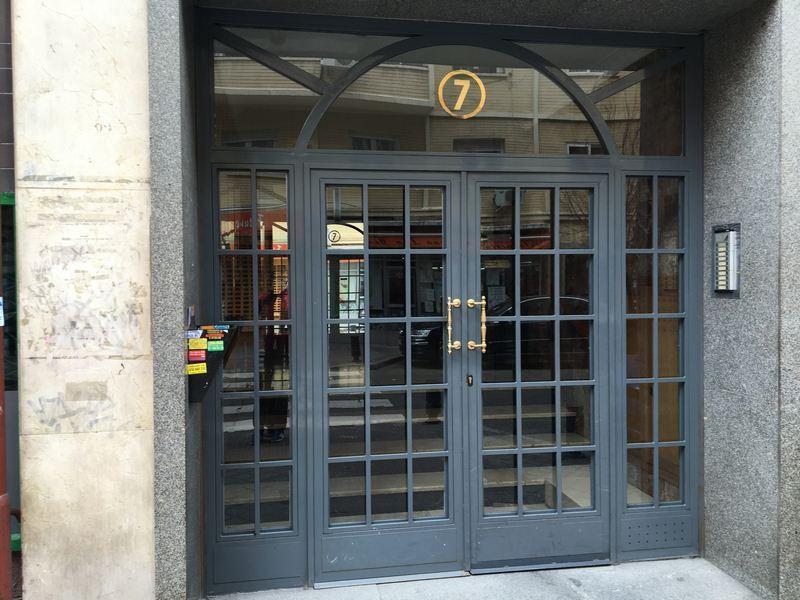 Puerta de portal para comunidad estilo ingles.
