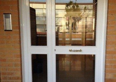 Puerta de portal para comunidad.