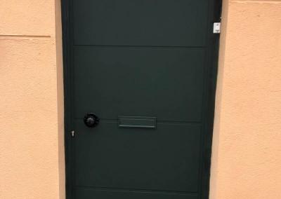 Puerta de hierro lacada al horno para chalet en Madrid