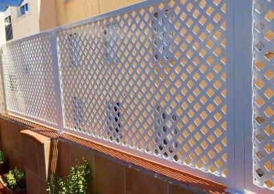 Celosias de hierro lacado de chapas perforadas.